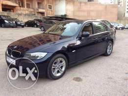 BMW 320 (مصدر الشركه ماشيه 25000كلم)one owner still as show room cond