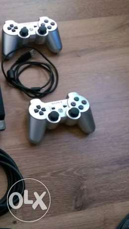 Ps3 controllers (x2) (or one controller for 25$)