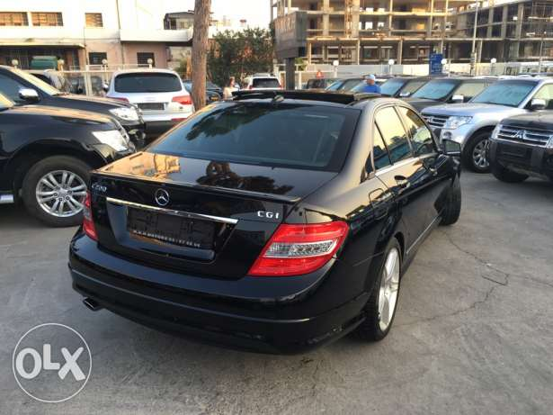 Mercedes C200 CGI 2010 Black/Black AMG Kit Panoramic Like New! بوشرية -  6