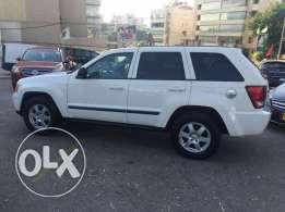 Jeep cherokee 2008 white/black leather,excellent cond,ajnabe.