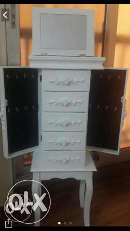 Accessories cabinet with drawers