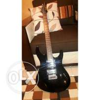 Electric washburn guitar with amplifier