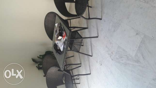 Table w ith 4 chairs