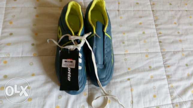 Soccer shoes الشوف -  1