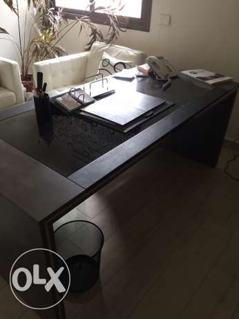 desk office black and grey