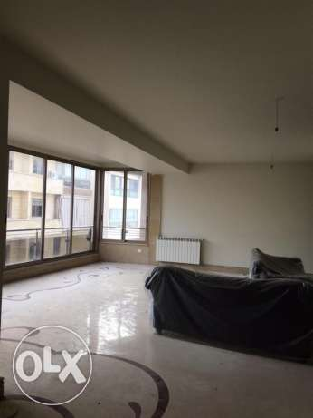Ras Nabeh: 225m apartment for rent.