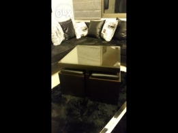 Middle table with 4 small in very good condition