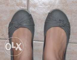 2 shoes gray size 38