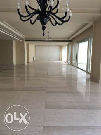 Rawsheh: 550m apartment for rent الروشة -  2