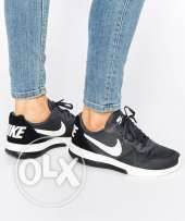nike md runner trainers in black and grey size 42 unisex