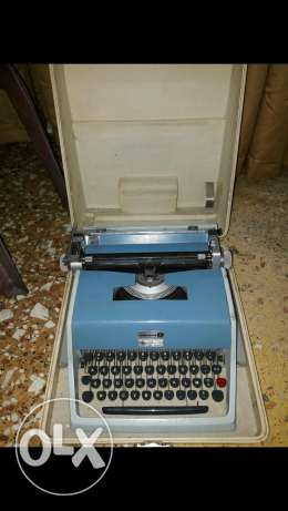 Beautiful vintage Underwood 21 Typewriter Made in Spain