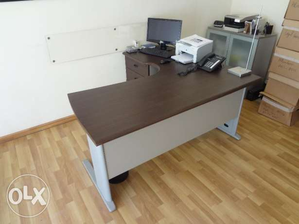 Desk Office with Chair راس  بيروت -  3