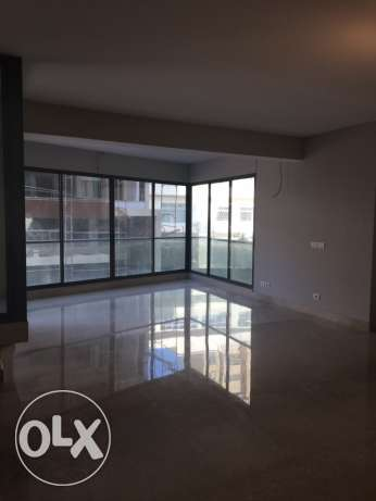 Clemenceu: 275m apartment for sale ميناء الحصن -  1