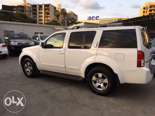 Nissan Pathfinder 2005 White in Excellent Condition! بوشرية -  4