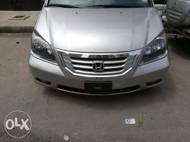 Honda Odessy Turing model 2009 clean carfax
