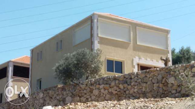 Vilas for sale 220m ma3 hadica400م jahzeh lessakan saak akhdar