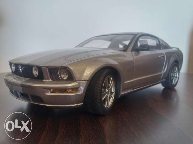 Ford Mustang GT 2005 limited edition diecast model car