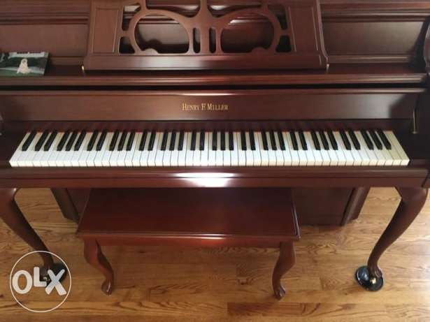 console piano made in USA with bench بيانو كونسول صنع أميركا