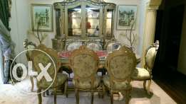 Fancy Dining Table, Chairs & Hatch (Gold Sheeted)
