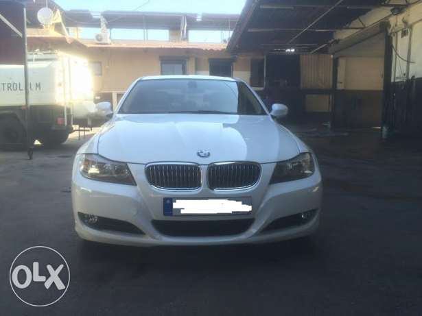 BMW 328i mod 2010-Premium Package-White on Beige still Ajnabieh وسط المدينة -  1