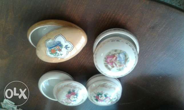 Vintage jewelry small plates.