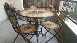 Table with 3 chairs f