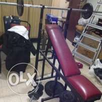 kelon sawa la bey3 ok bench press with barbell dumbell and weights