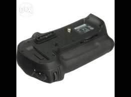 Nikon MB-D12 Multi Power Battery Pack for D800/E/810 open box