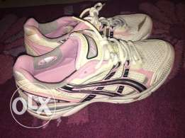 running shoes white and pink