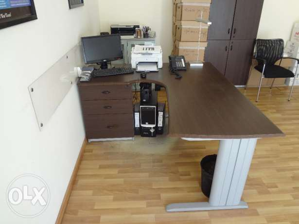 Desk Office with Chair راس  بيروت -  1