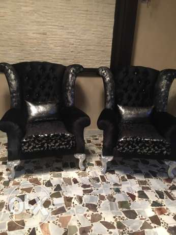 2 Queen seats black and silver new