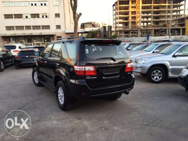 Toyota Fortuner 2011 Black Top of the Line in Excellent Condition! بوشرية -  5