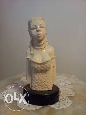 A HEAVY african dressed bust, Old, 1160 grams, very Beautiful piece.