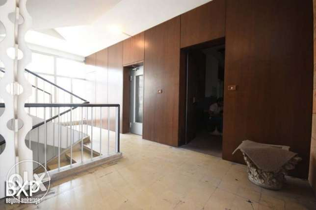 1000 SQM Office for rent in Beirut, Hamra OF5003