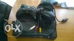 xbox 360 4g very clean rarely used