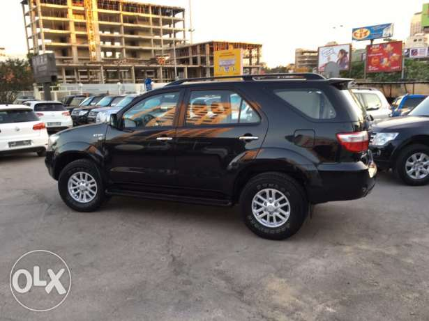 Toyota Fortuner 2011 Black Top of the Line in Excellent Condition! بوشرية -  6