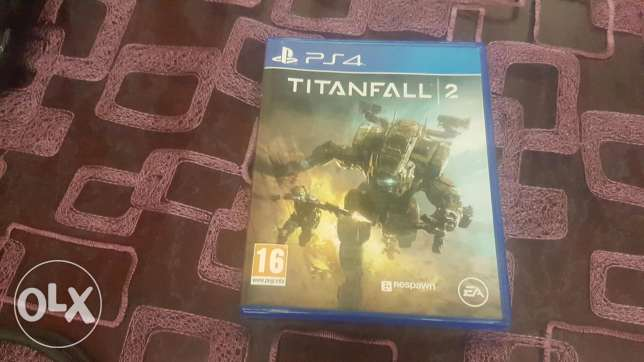PS4 + 4 games + 2 controllers