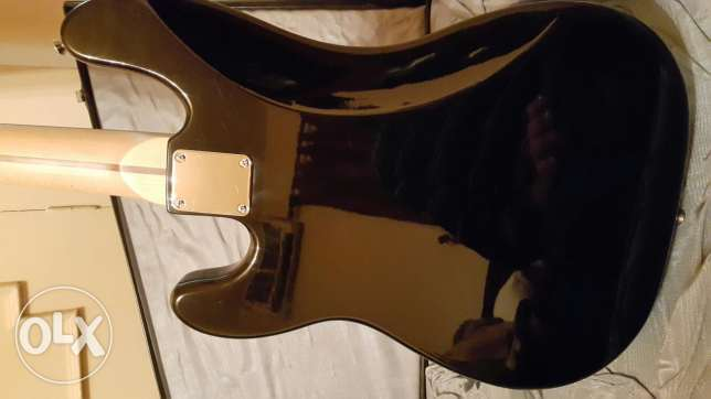 Squier by Fender Bass Guitar with hard case...like new (no scratch)