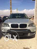 Bmw X5 v6 3.0L (Clean car fax) 2009