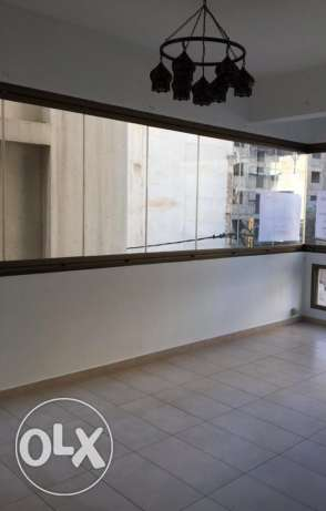 Ras Nabeh: 140m apartment for rent.