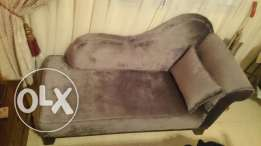 sofa like new in good condition