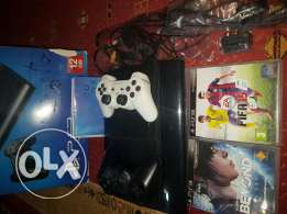 Ps3 slim 12gb + 2 games + 2 wireless controllers