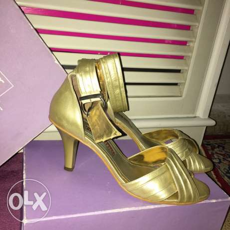high heels golden color worn only once size 40 shoes
