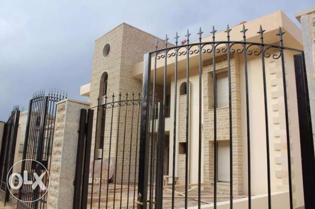 Super DELUXE Villas 750 m for sale in Bhamdoun!