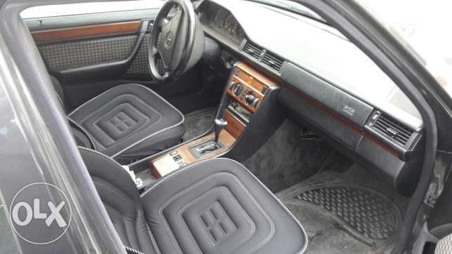 Mercedes Benz E 260 model 1992 full option