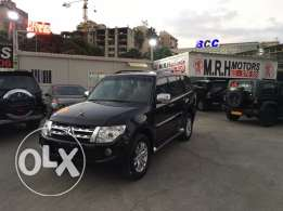 Mitsubishi Pajero 3.8 Liter 2012 Black Top of the Line Like New!