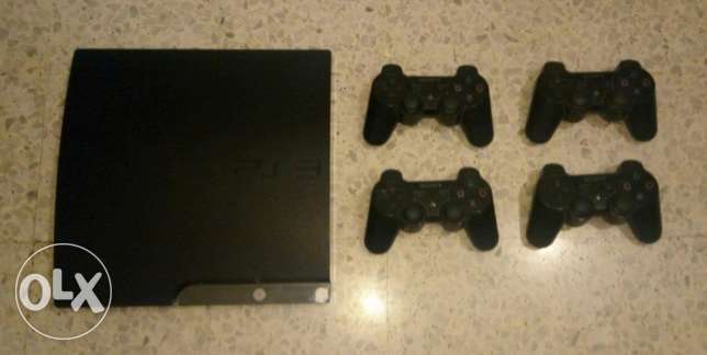 very good ps3 with 4 original controllers and 30 different original cd