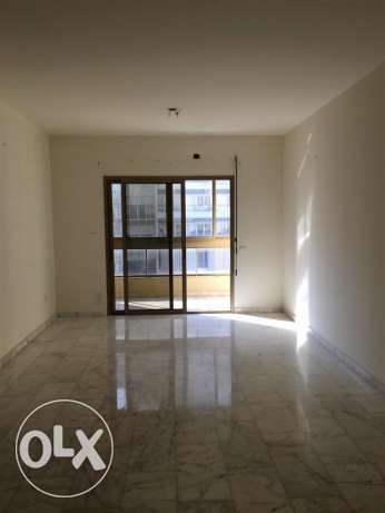 Ras Nabeh: 150m apartment for rent.