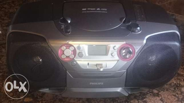Excellent condition Phillips stereo with cd, mp3 and usb
