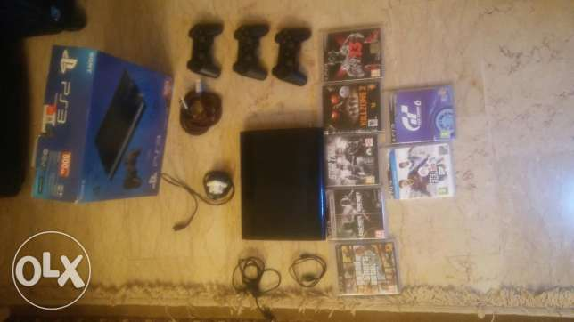 New ps3 super slim with 8 original CD and 3 controllers